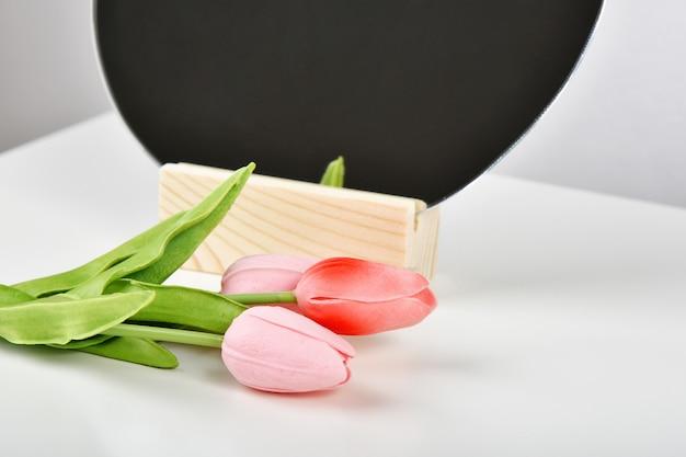 Bukiet kwiatów tulipanów do świętowania.