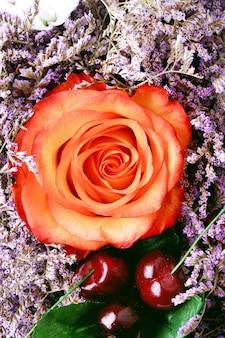 Bukiet kwiatów wiśniowa róża walentynki stonowane zdjęcie matki delikatne tło retro