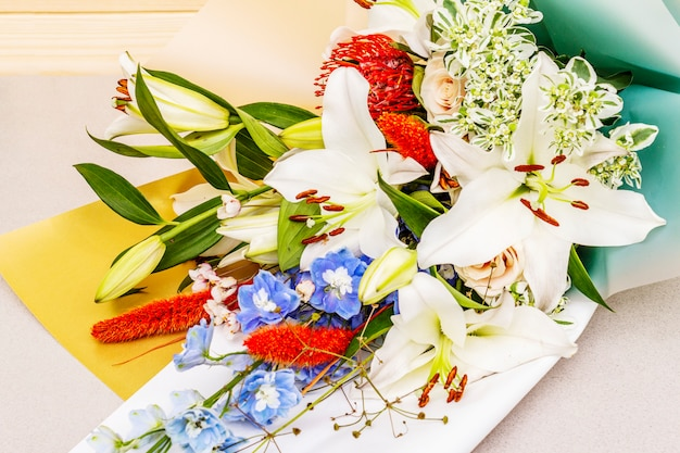 Bukiet letnich kwiatów świątecznych