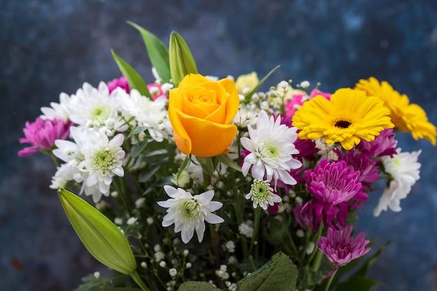 Bukiet pięknych kwiatów