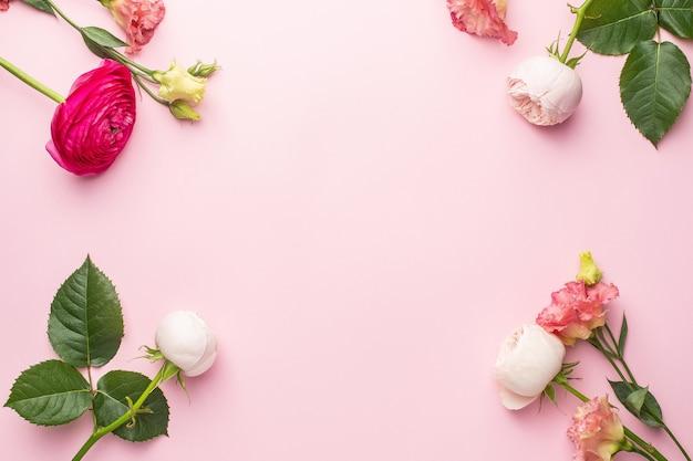 Bukiet różowo-białych kwiatów