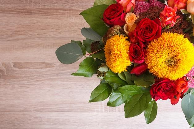 Bukiet słoneczników i róż