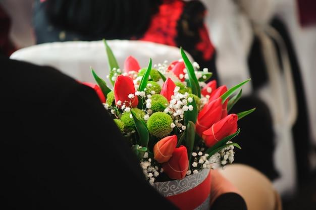 Bukiet ślubny, bukiet pięknych kwiatów w środę