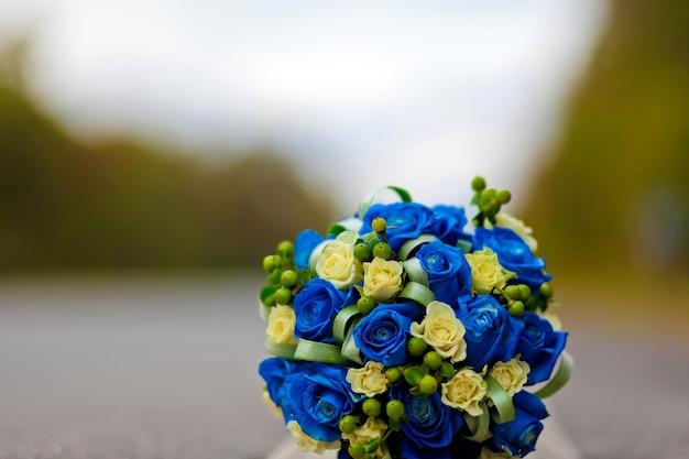 Bukiet ślubny niebieski, róża niebieska