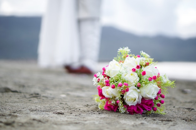 Bukiet ślubny, suknia ślubna, szczegóły ślubu