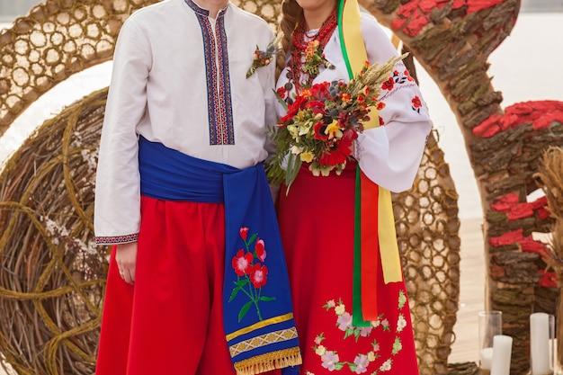 Bukiet ślubny w rękach narzeczonej