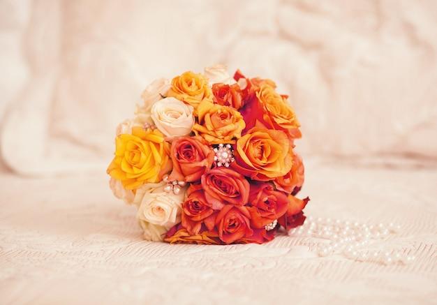 Bukiet ślubny z różami