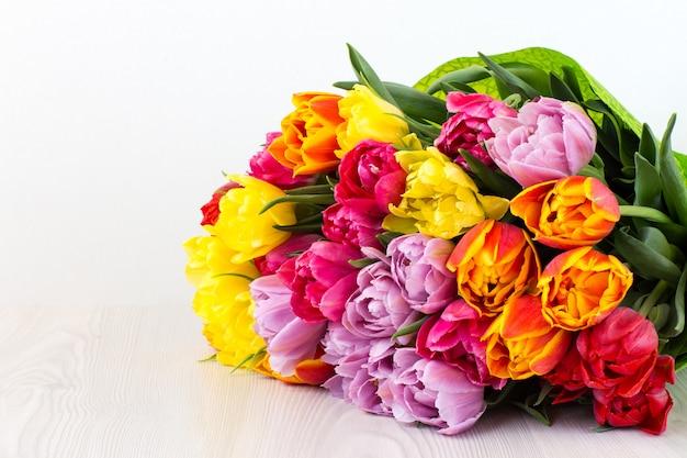 Bukiet tulipanów i wolne miejsce na tekst