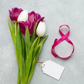 Bukiet tulipanów z różową wstążką