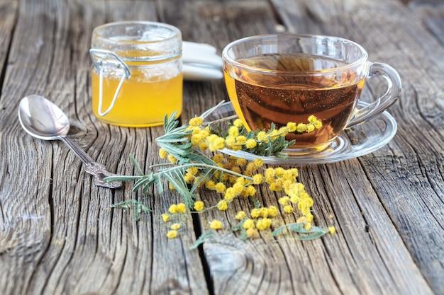 Bukiet żółtych kwiatów - wiosenna mimoza