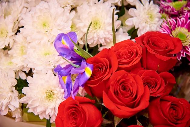 Bukiety kwiatów.