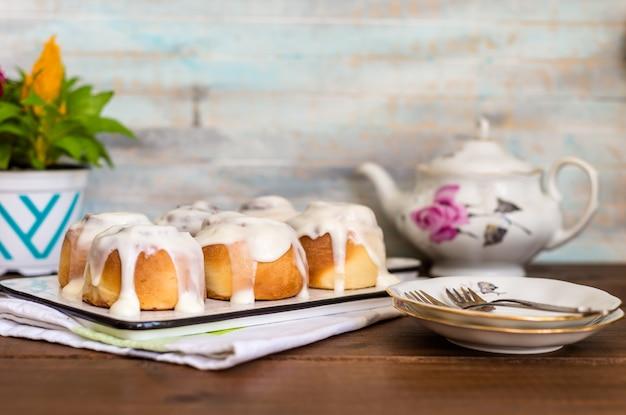 Bułeczki cynamonowe tradycyjne bułeczki deserowe