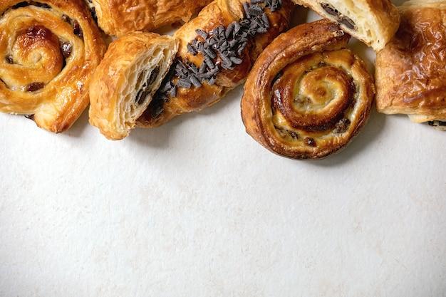 Bułeczki z ciasta francuskiego i rogaliki