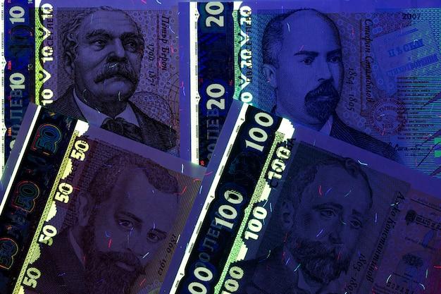 Bułgarskie pieniądze - lew w promieniach uv