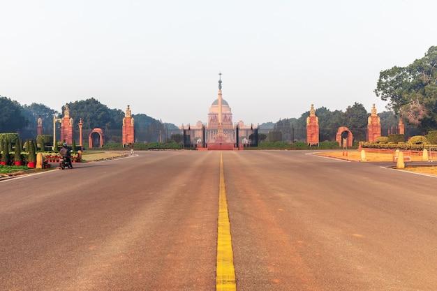 Bulwar rajpath i rasthrapati bhavan, nowe delhi, indie.