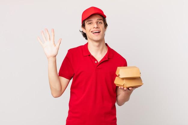 Burger dostarcza człowieka uśmiechniętego radośnie, machającego ręką, witającego i witającego cię