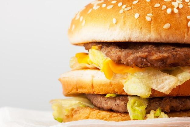 Burger. niezdrowe fast foody