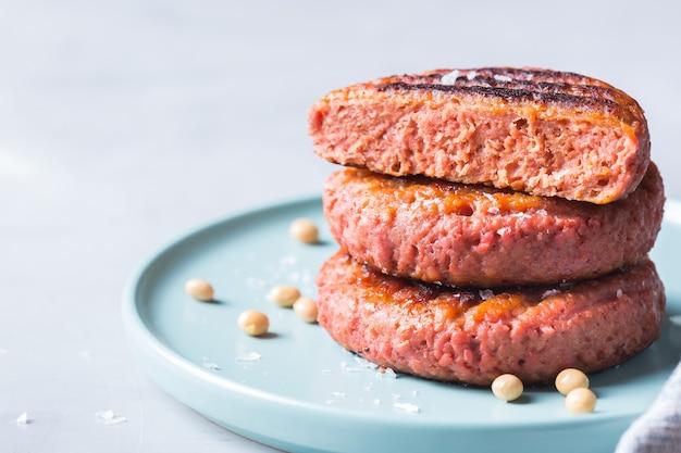 Burgery wytwarzane z roślinnej żywności mięsnej zmniejszającej ślad węglowy