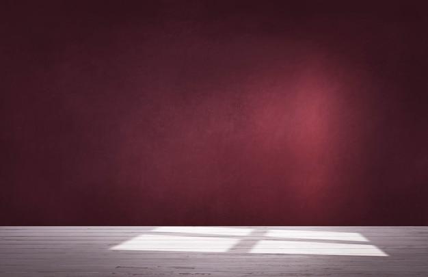 Burgundy czerwieni ściana w pustym pokoju z betonową podłoga