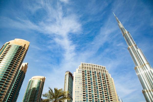 Burj khalifa to najwyższy budynek na świecie. pejzaż miejski w dubaju