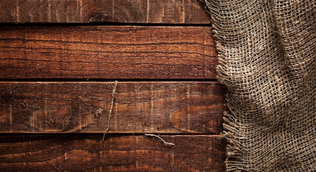 Burlap Tekstura Na Drewnianym Stole Premium Zdjęcia