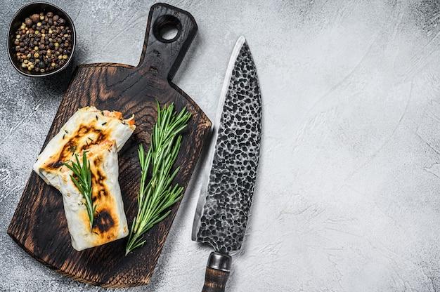 Burrito z grillowanym kurczakiem i warzywami fajitas shawarma