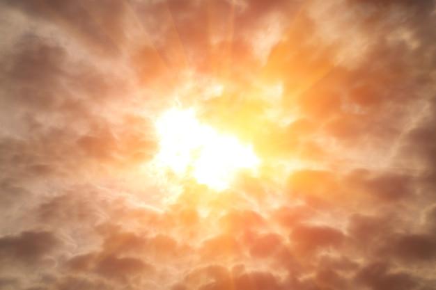 Burzowe chmury na niebie