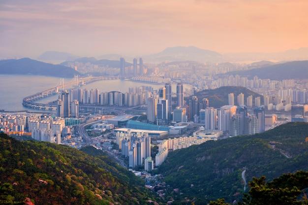 Busan gród gwangan bridge na zachód słońca