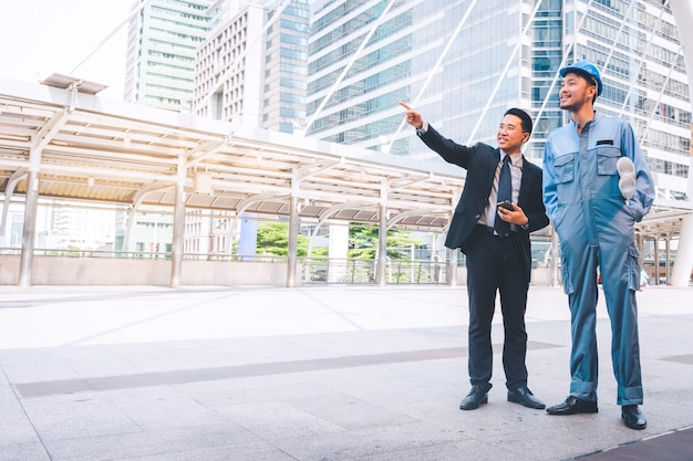 Business manager i inżyniera spotkania projekt przy budową