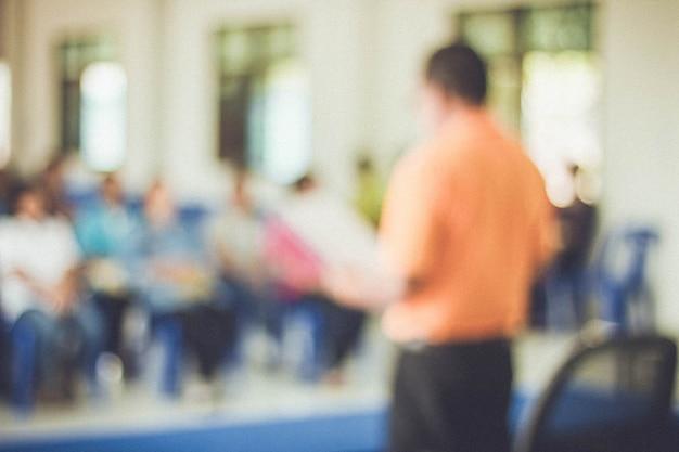 Business talk audience w sali konferencyjnej biznes i przedsiębiorcy