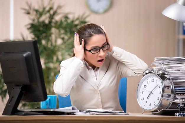 Businesswoman pracy w biurze