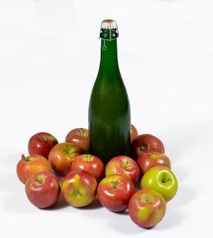 Butelka cydru z jabłkami