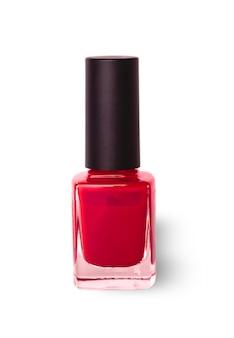 Butelka czerwonego lakieru do paznokci wyrzeźbiona na białej powierzchni