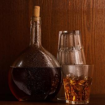 Butelka i szkło z whisky