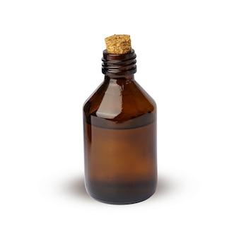 Butelka kosmetyczna z korkiem. brązowa butelka pełna płynu stosowanego w kosmetyce i medycynie.