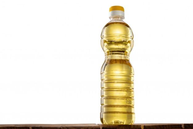 Butelka oleju słonecznikowego na stole