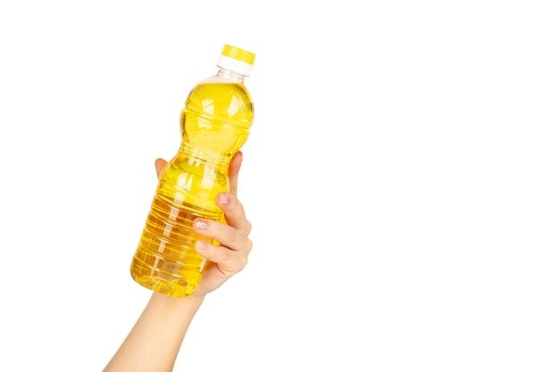 Butelka oleju słonecznikowego w ręku
