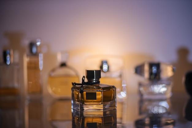 Butelka perfum w sklepie perfumeryjnym