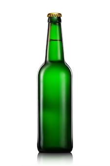 Butelka piwa lub cydru ze ścieżką przycinającą na białym tle