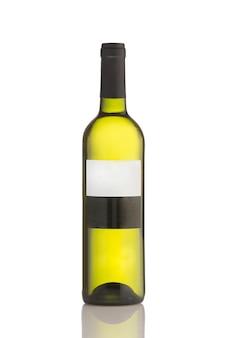 Butelka wina na białym tle nad białym