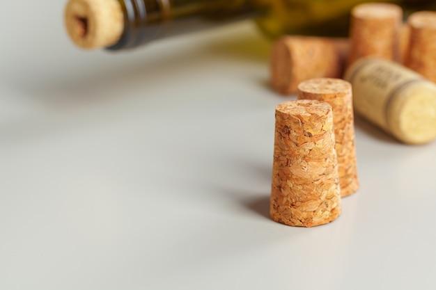 Butelka wina z korkiem