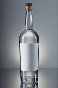 Butelka wódki na białym tle