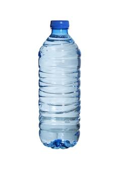 Butelka wody odizolowana na białej powierzchni