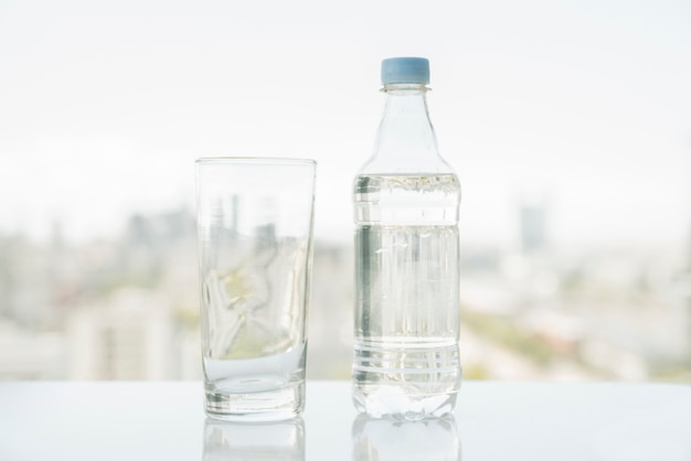 Butelka wody ze szkłem