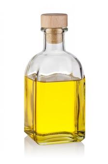Butelka żółtego oleju z drewnianym korkiem