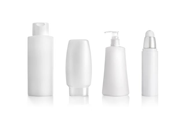 Butelki kosmetyczne na białym tle