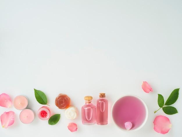 Butelki olejku eterycznego i róż