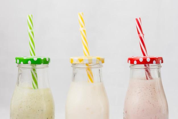 Butelki smoothie ze słomką