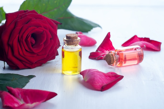 Butelki z olejkiem eterycznym do aromaterapii