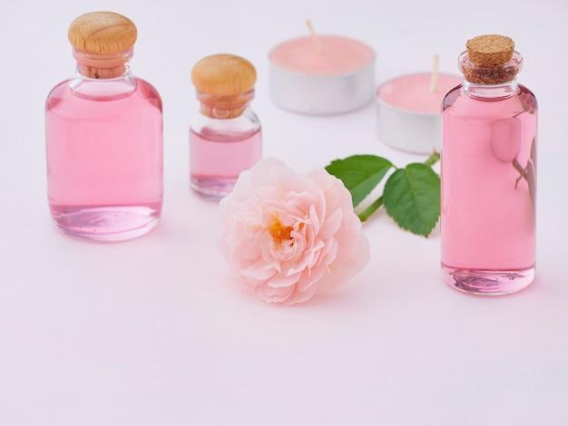 Butelki z olejkiem różanym